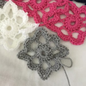Crochet Flower baby blanket by Adventures of a Pinner Blog